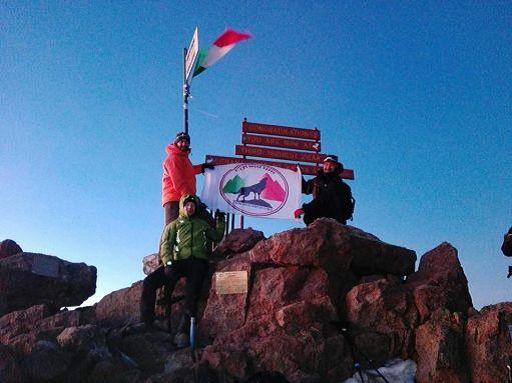 La storia dell'ambasciatore e degli scalatori neofascisti sul Monte Kenya