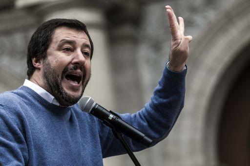 """""""Sospendiamo qualsiasi incontro con Silvio Berlusconi"""" (Salvini)"""
