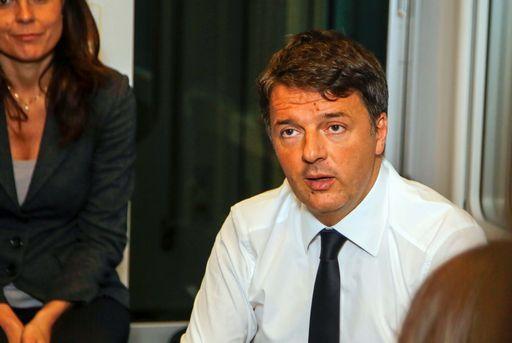 Renzi: folle tagliare pensioni da 2.300 euro. M5S frena: solo sopra i 5mila