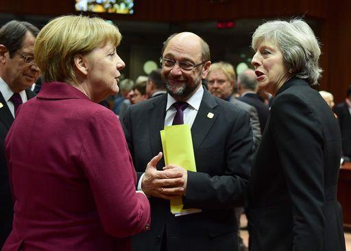 Merkel dice che è prioritario rafforzare la coesione europea