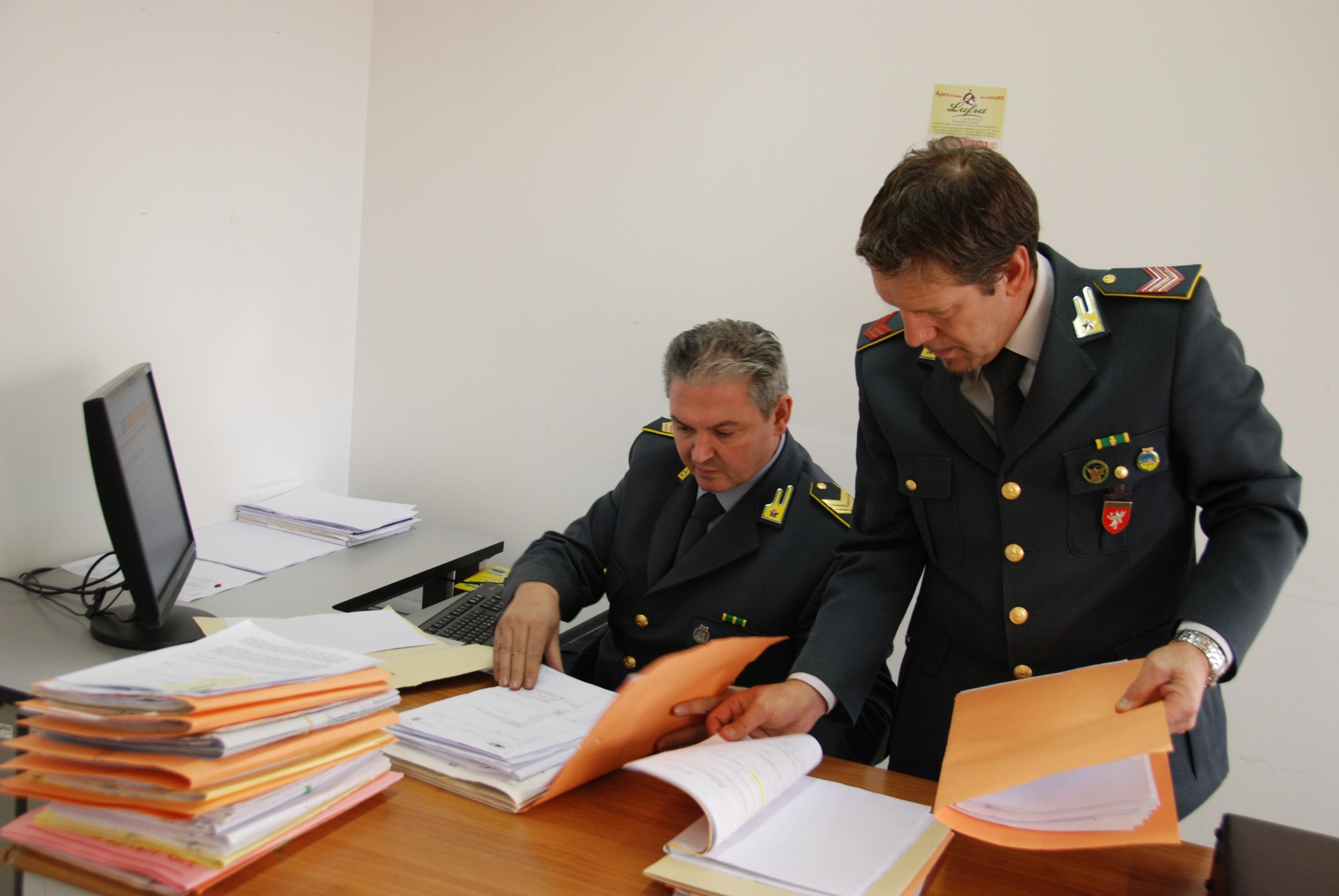 Peculato: arrestati avvocato e docente