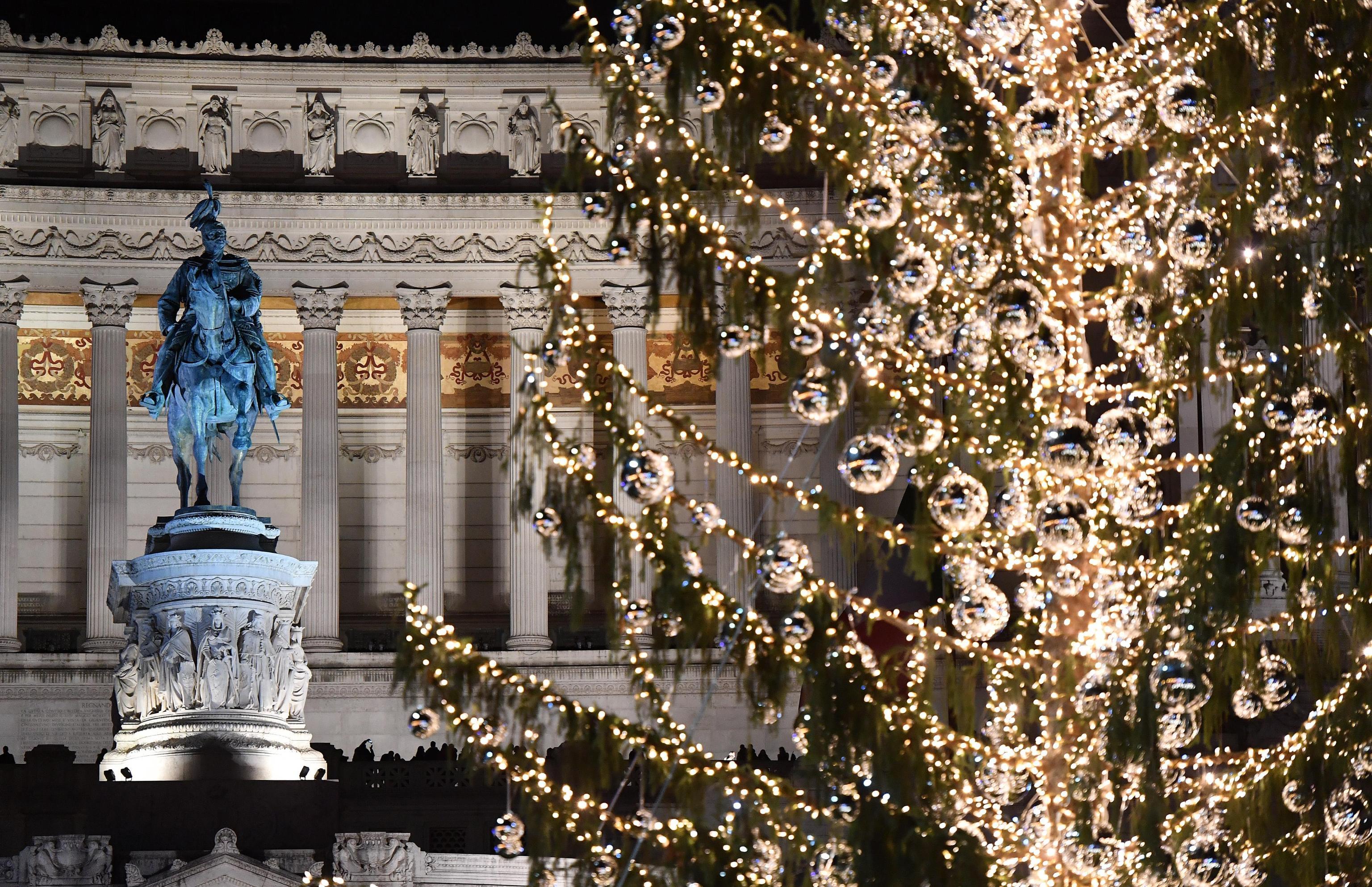 8 dicembre:accesso albero Piazza Venezia