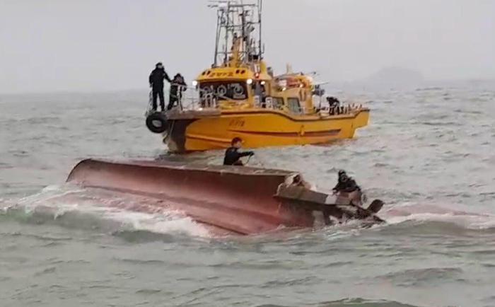 Corea del Sud, petroliera urta peschereccio: tredici morti
