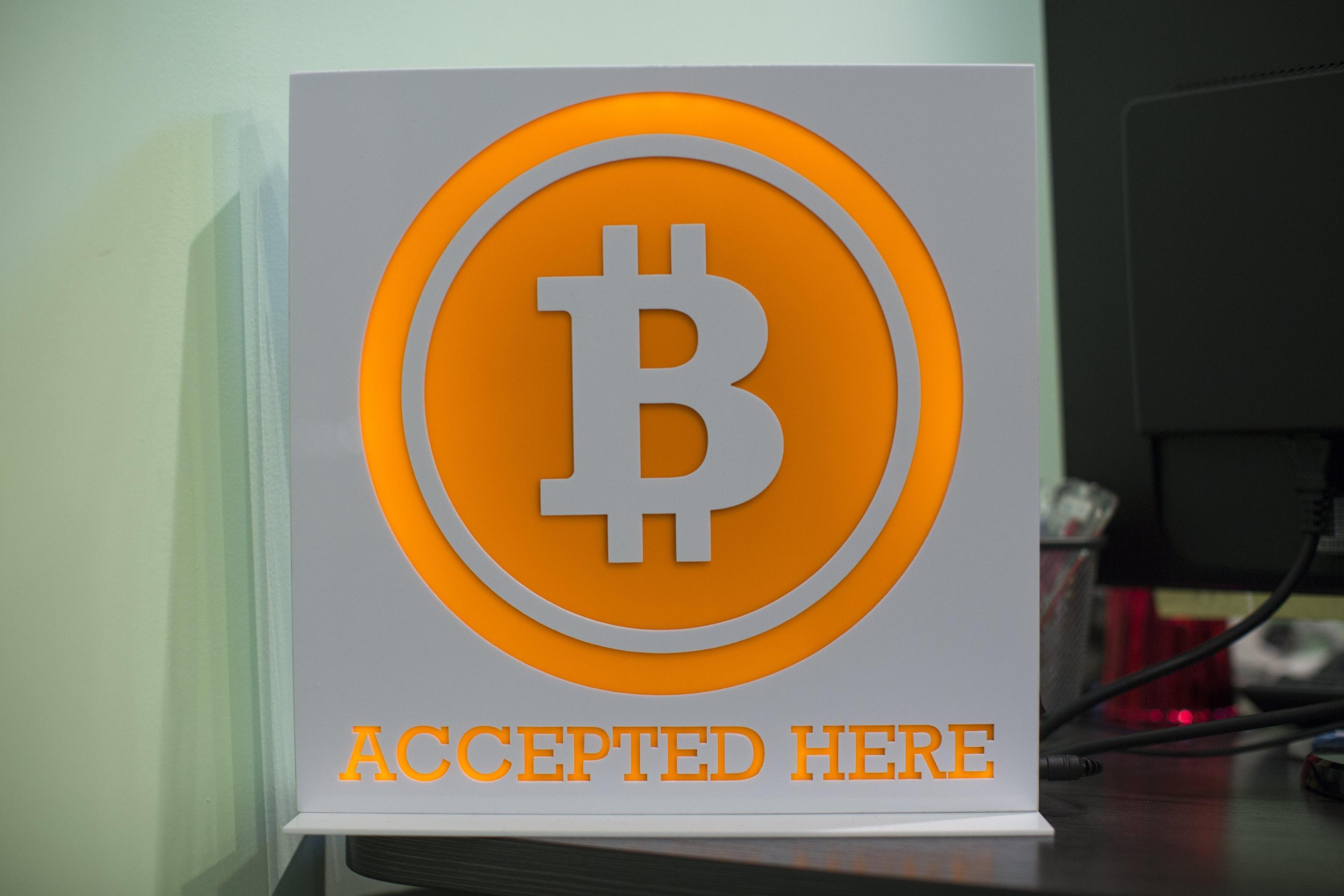 Bitcoin senza freni, sfonda 15mila dlr