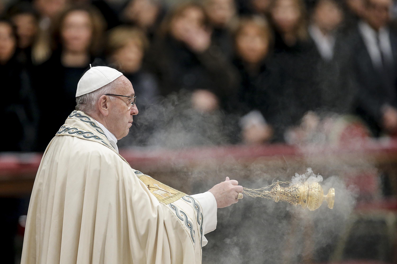Papa: ferito 2017 con opere di morte