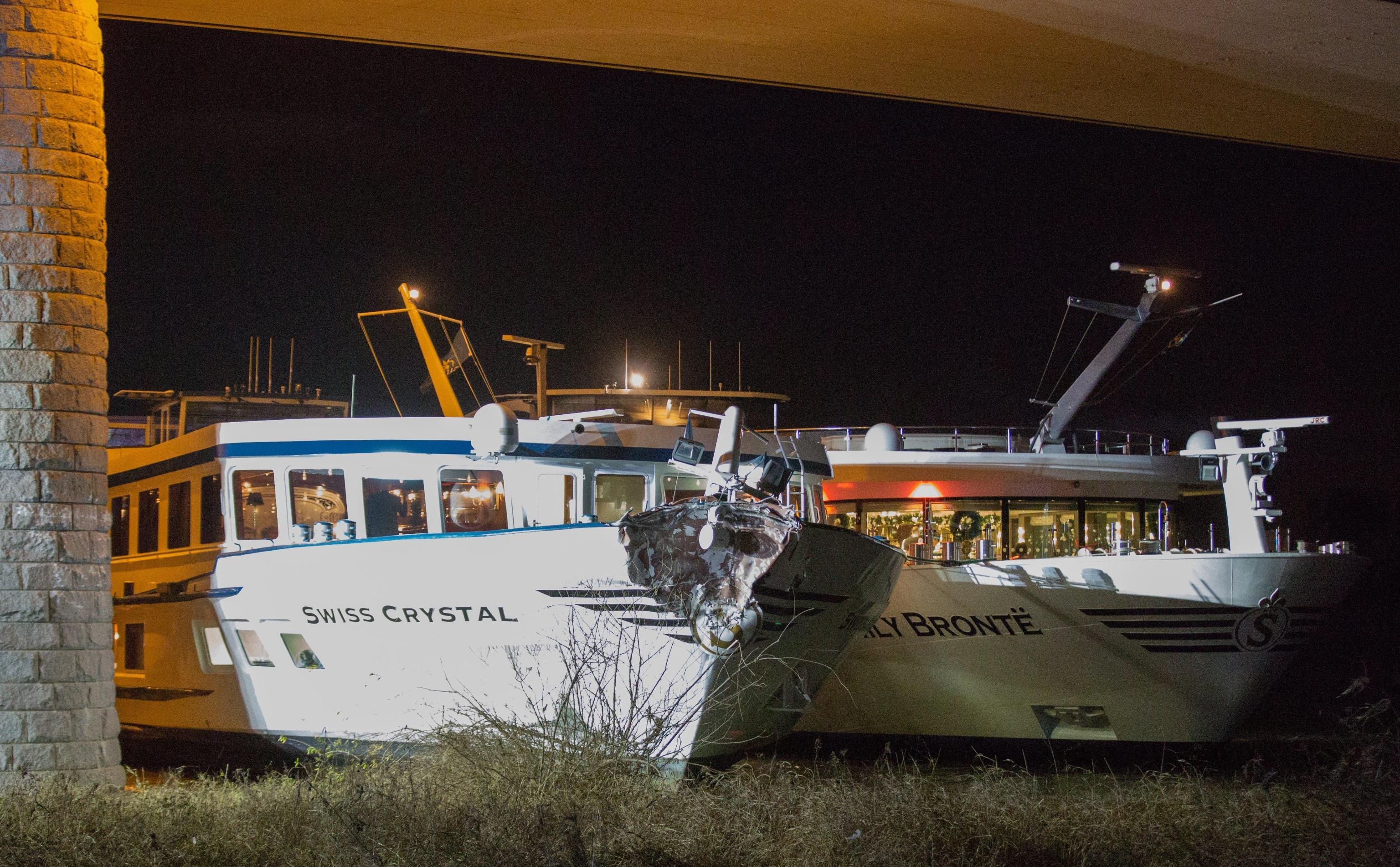 Germania:nave turisti urta ponte su Reno