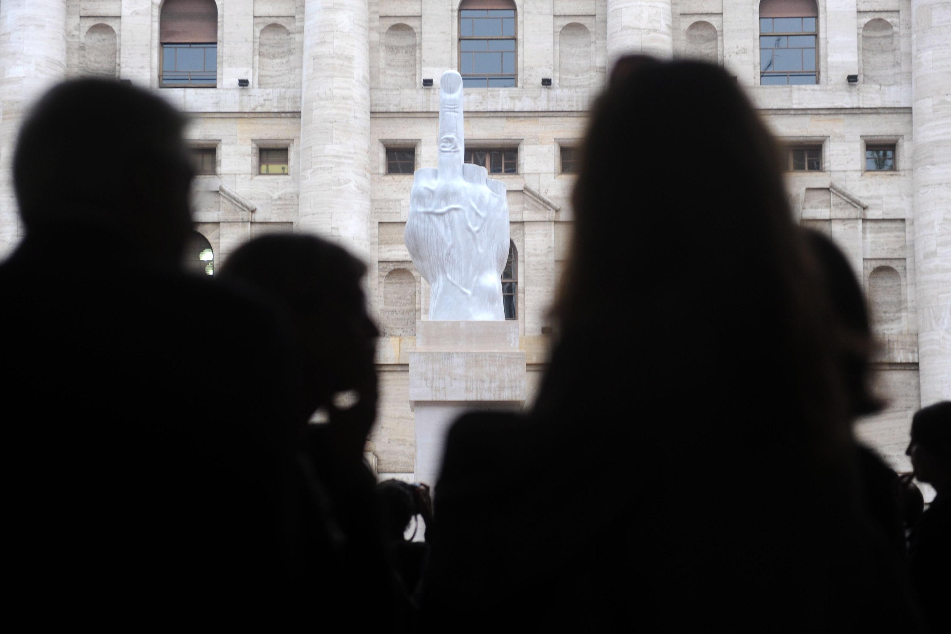 Borsa: Milano poco mossa, bene Generali