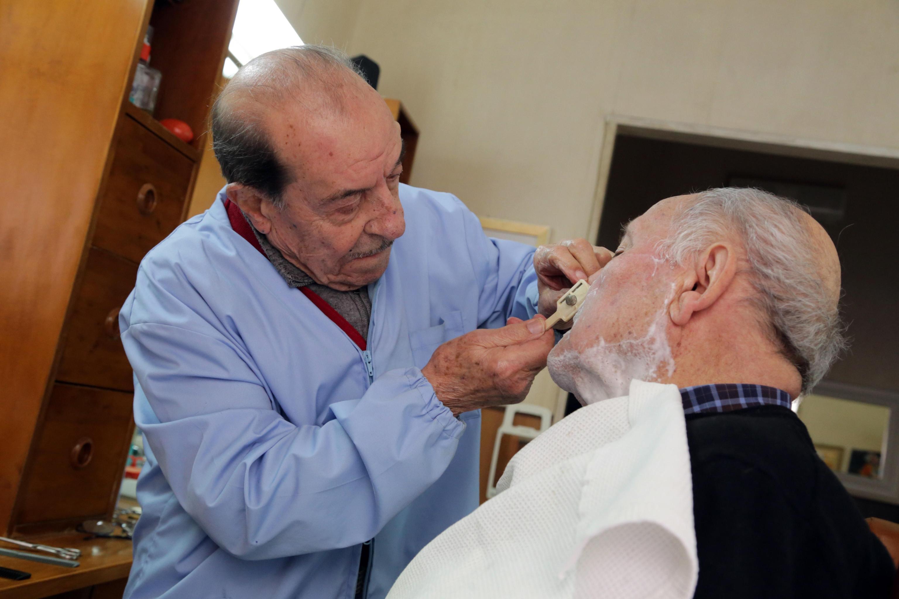 Sfida tra barbieri più vecchi d'Italia