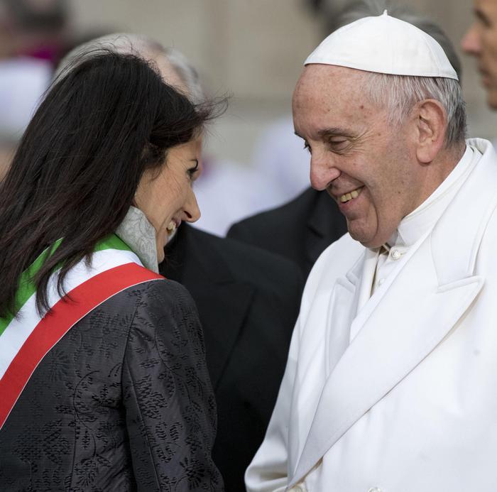 Papa: 'Roma sviluppi anticorpi, basta rassegnarsi al degrado'
