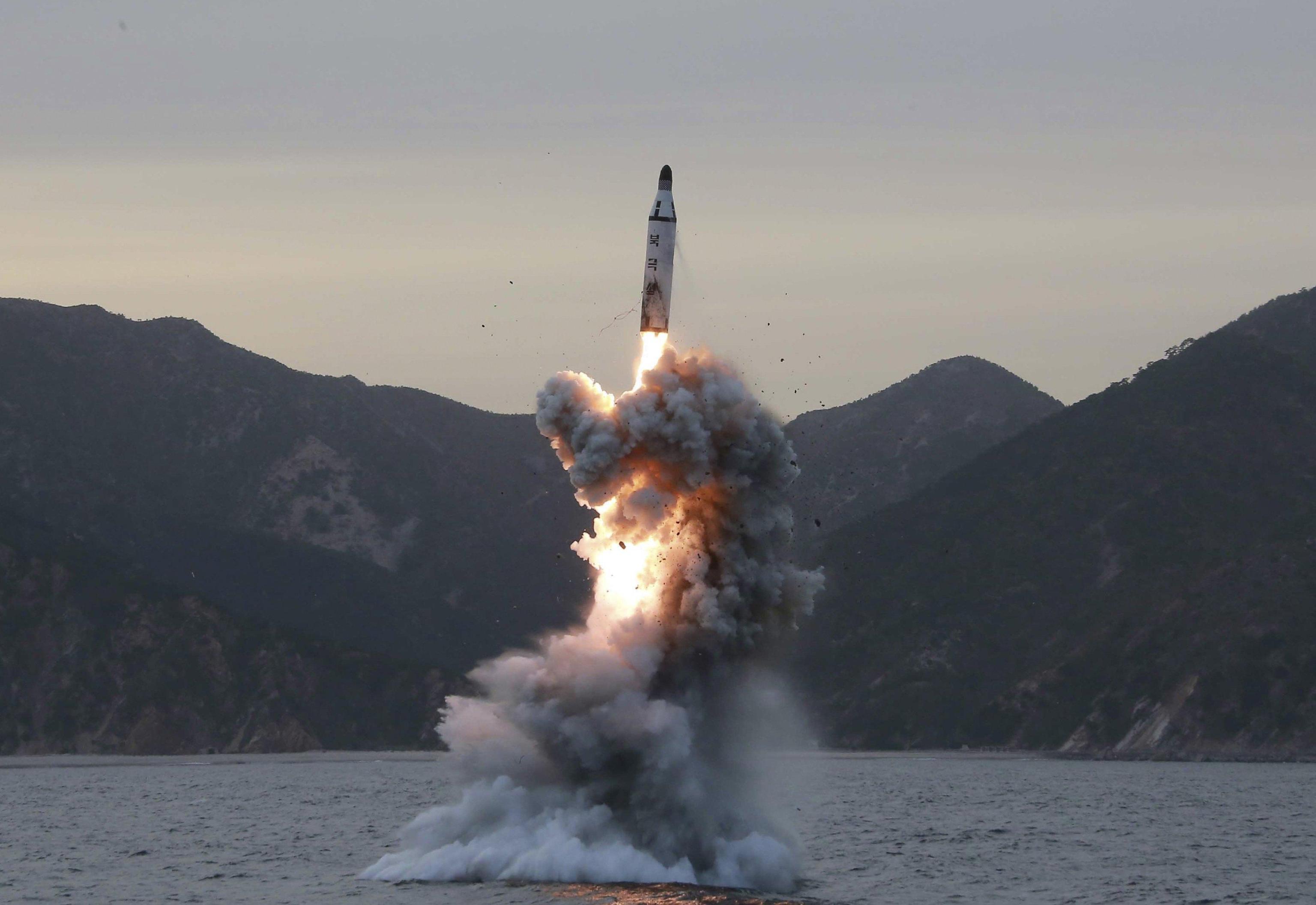Corea Nord: 'avanti con armi nucleari'