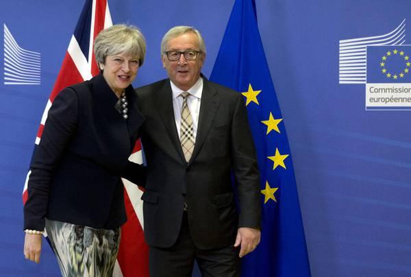 Juncker e May, sulla Brexit bisogna ancora negoziare