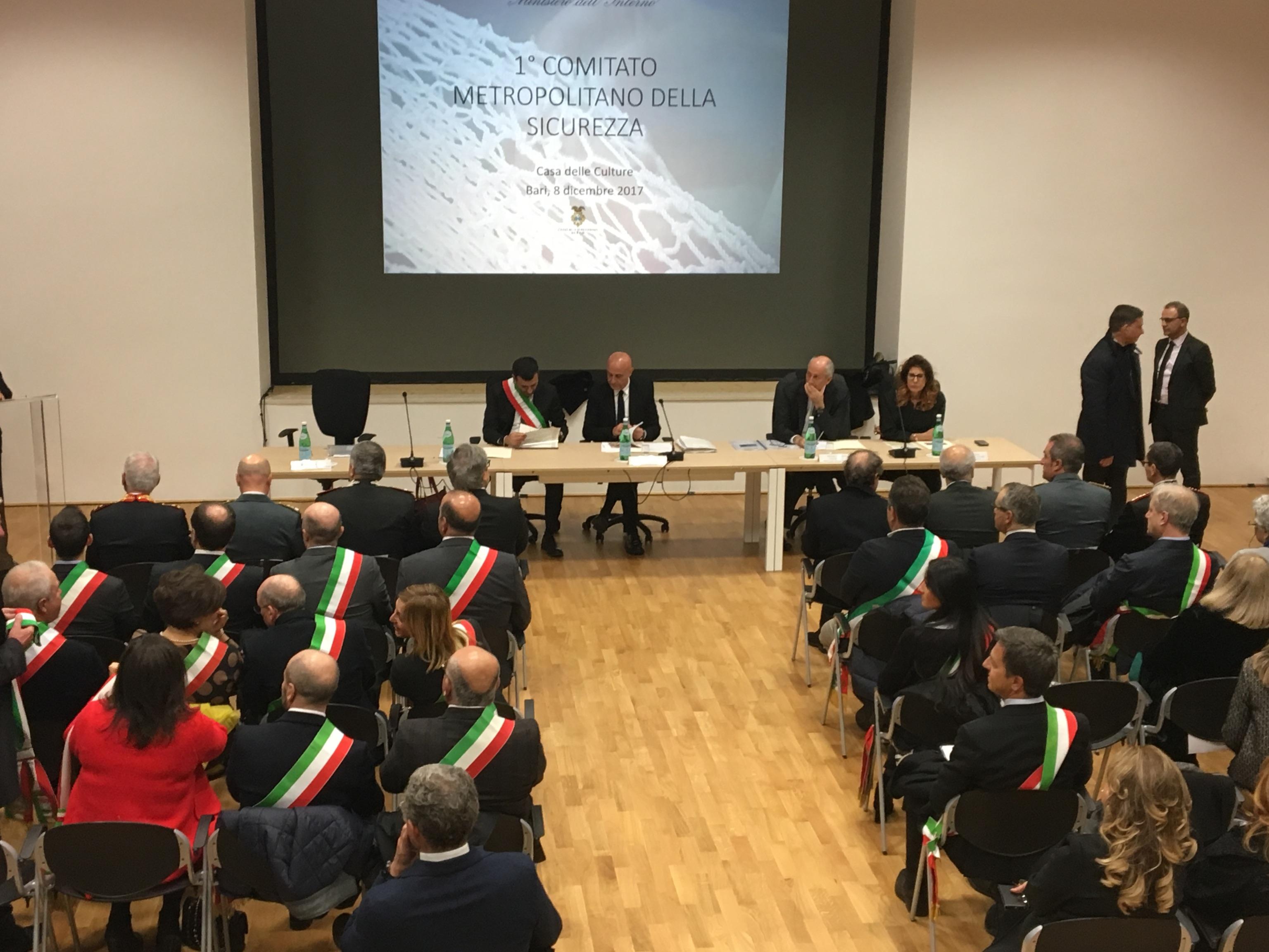 Comitato sicurezza a Bari con Minniti