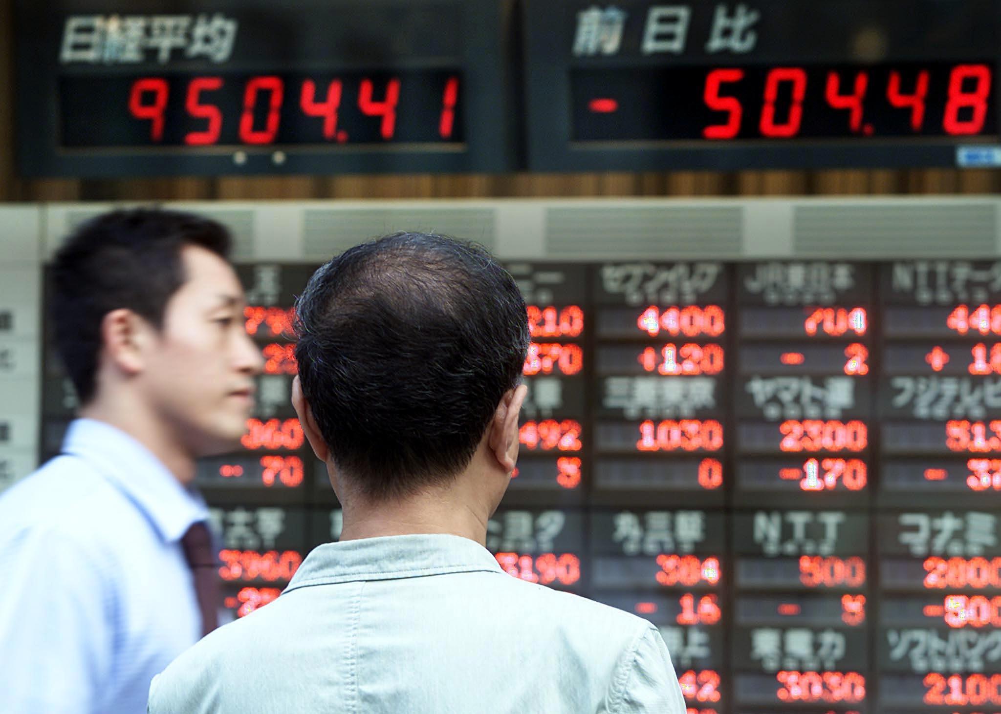 Borsa: Asia debole in attesa Fed e Bce