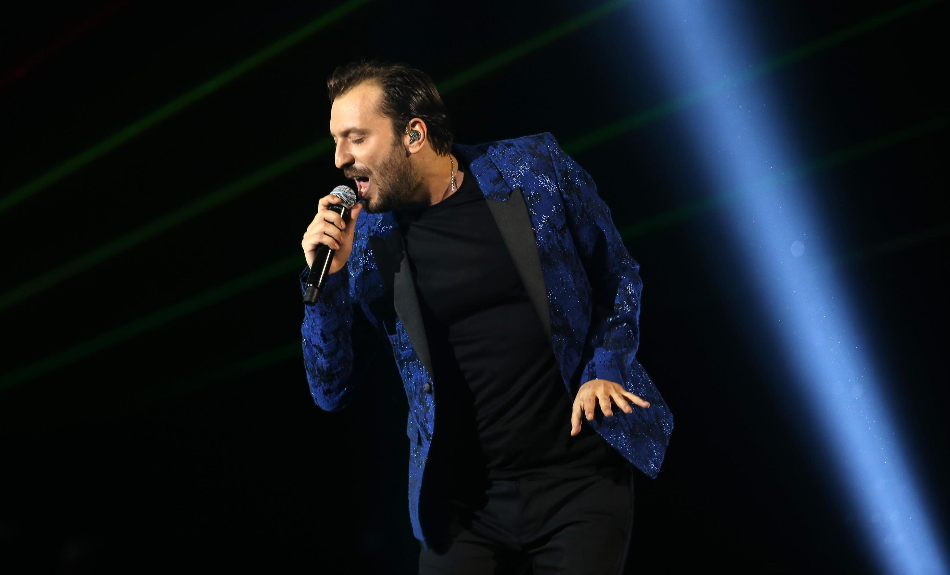 Hit parade, Cremonini subito in vetta