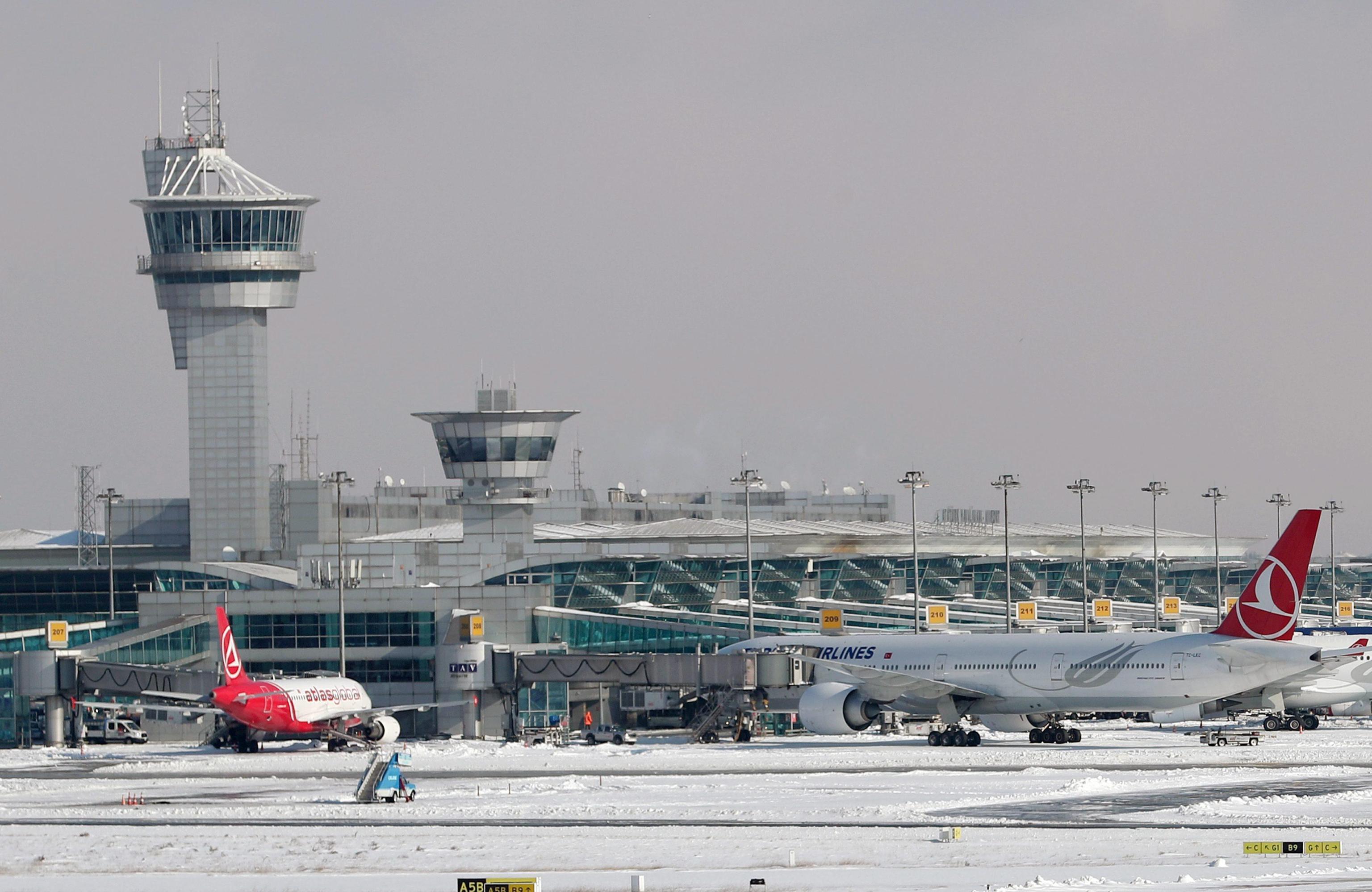 Turchia: agenti armati sugli aerei