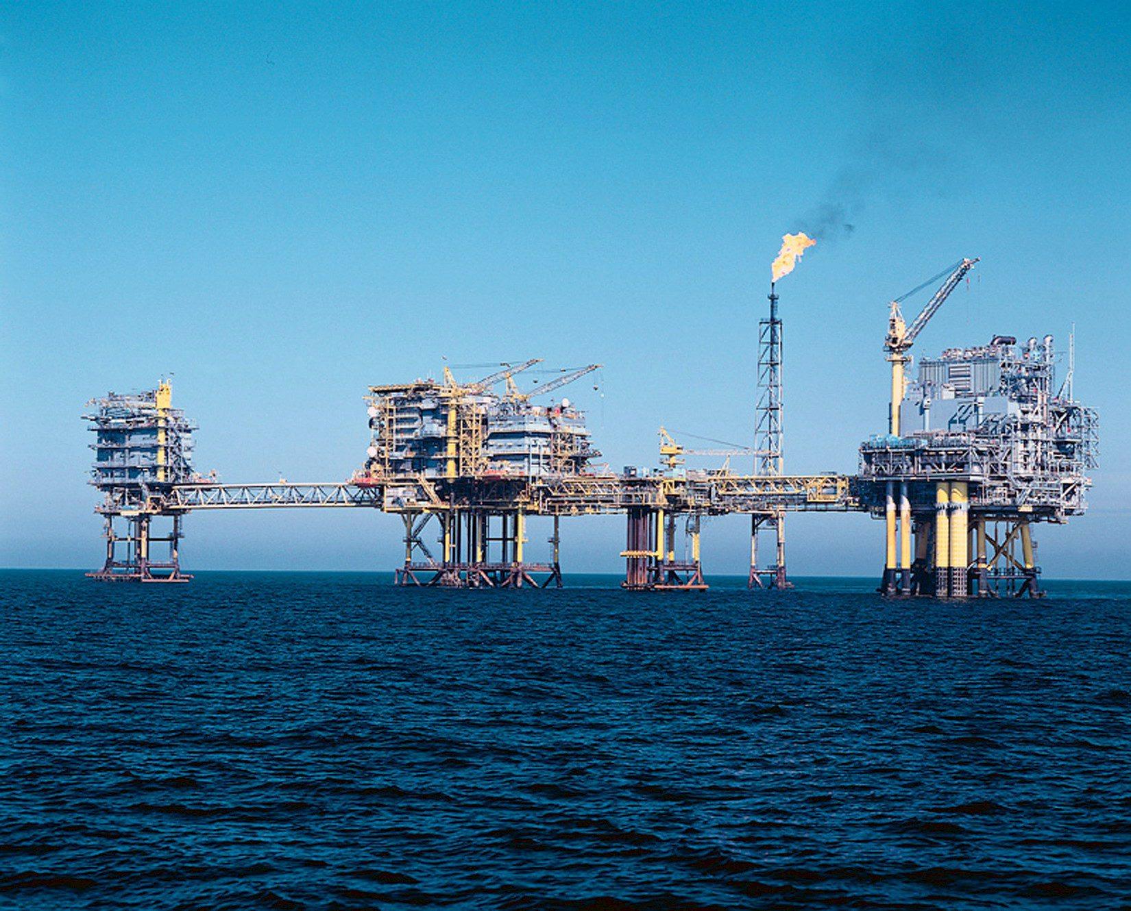 Petrolio: Wti in rialzo a 56,87 dollari