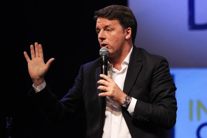 Renzi: 'Mai con Berlusconi, escludo intese con Mr.Spread'