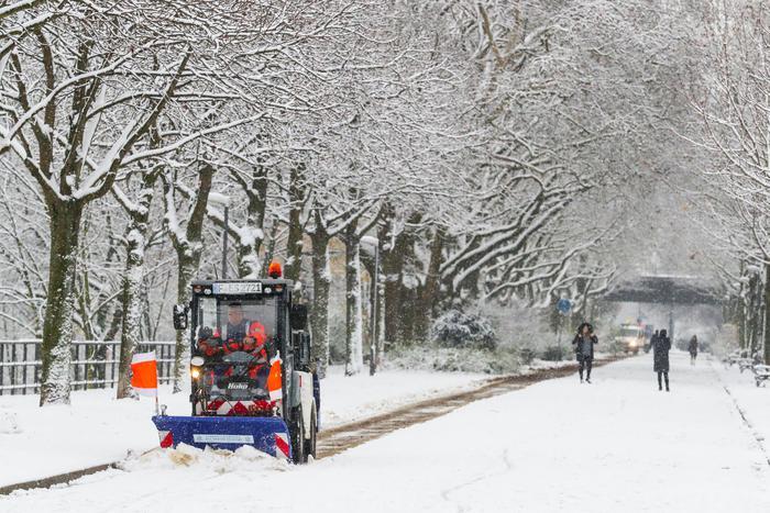 Germania: nevicate bloccano aerei e strade, due morti