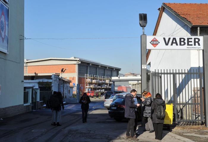 Fiamme in un'azienda a Torino, tre operai ustionati