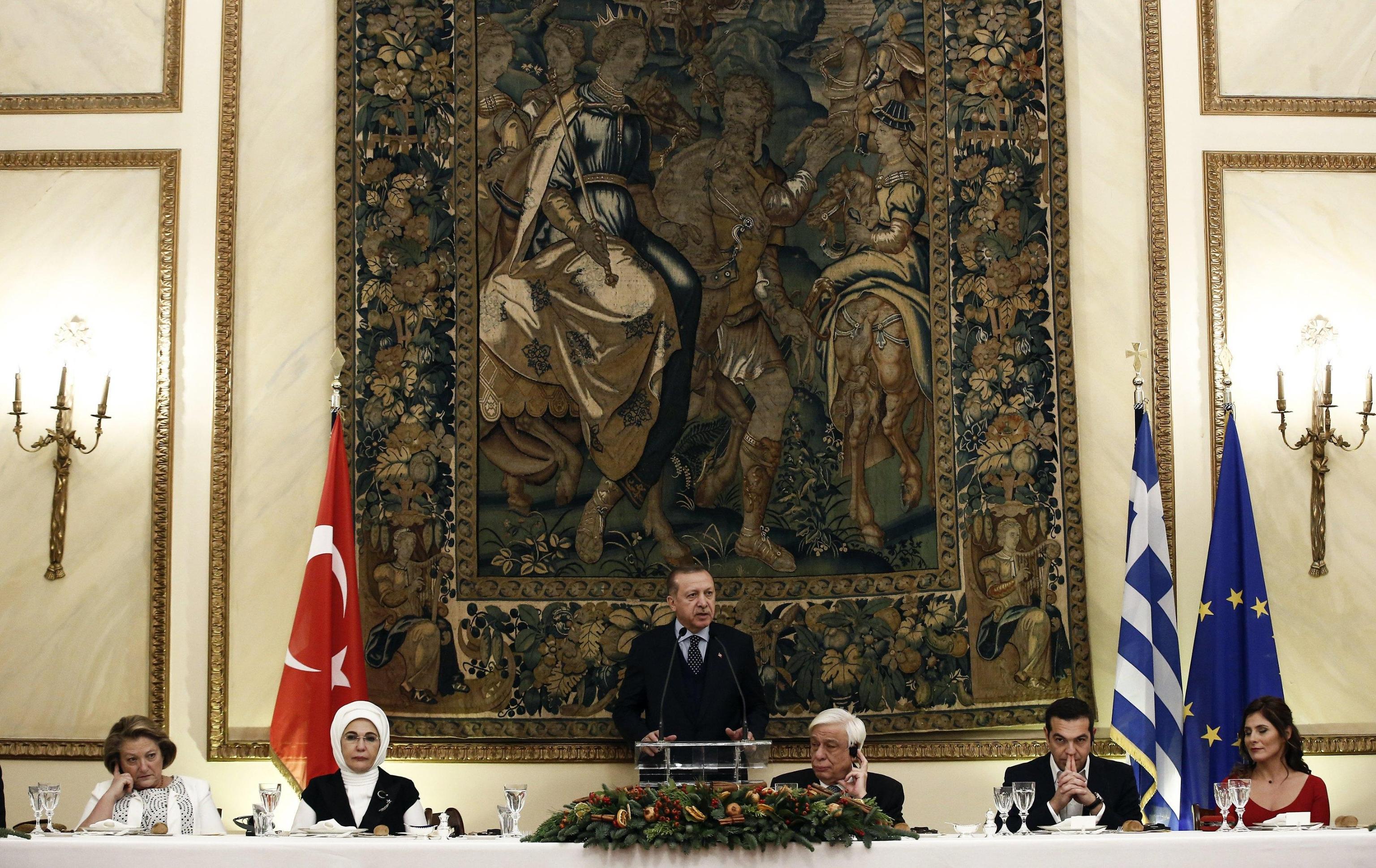 Erdogan in Grecia, incontra musulmani