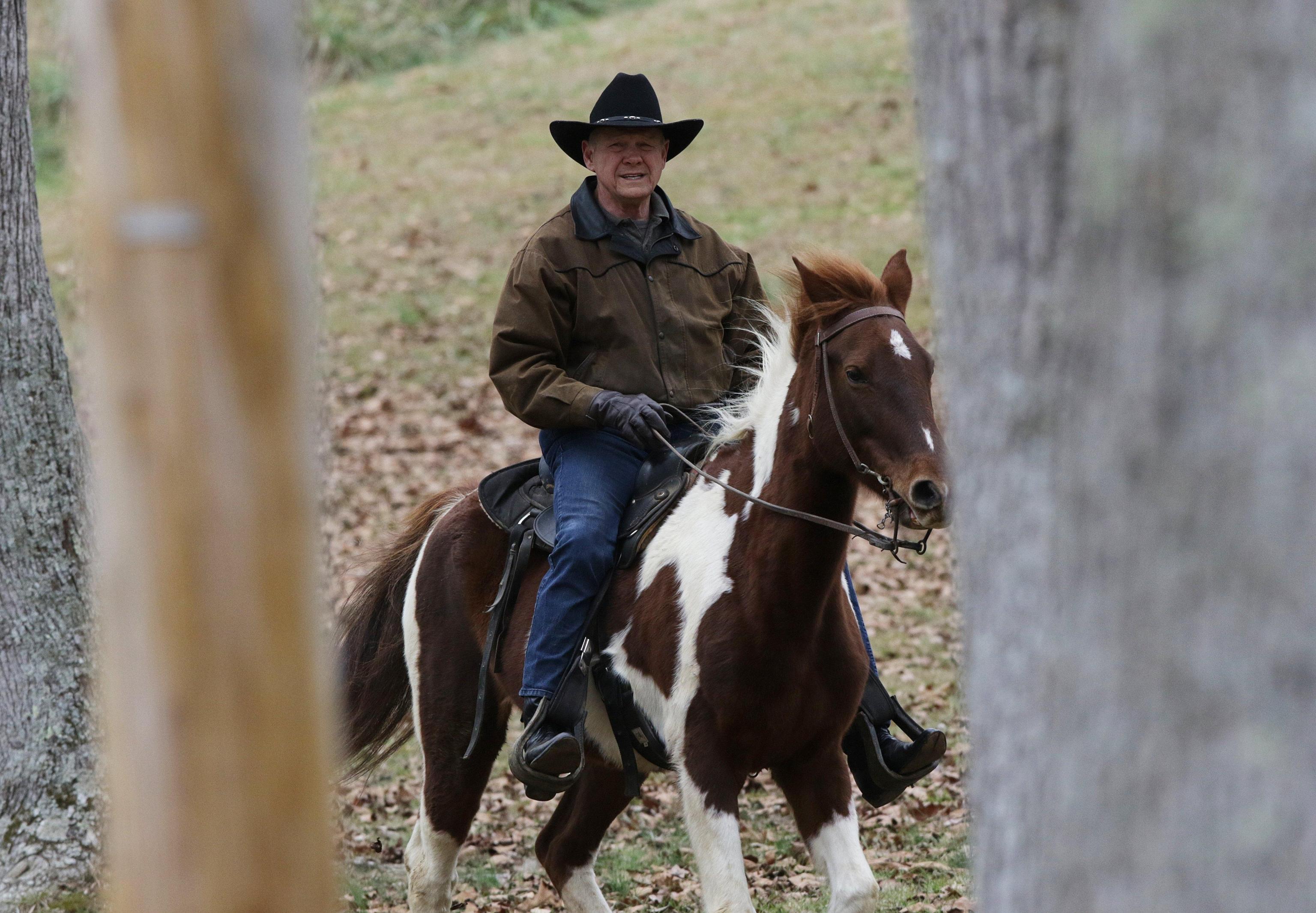 Usa: Roy Moore va a votare a cavallo