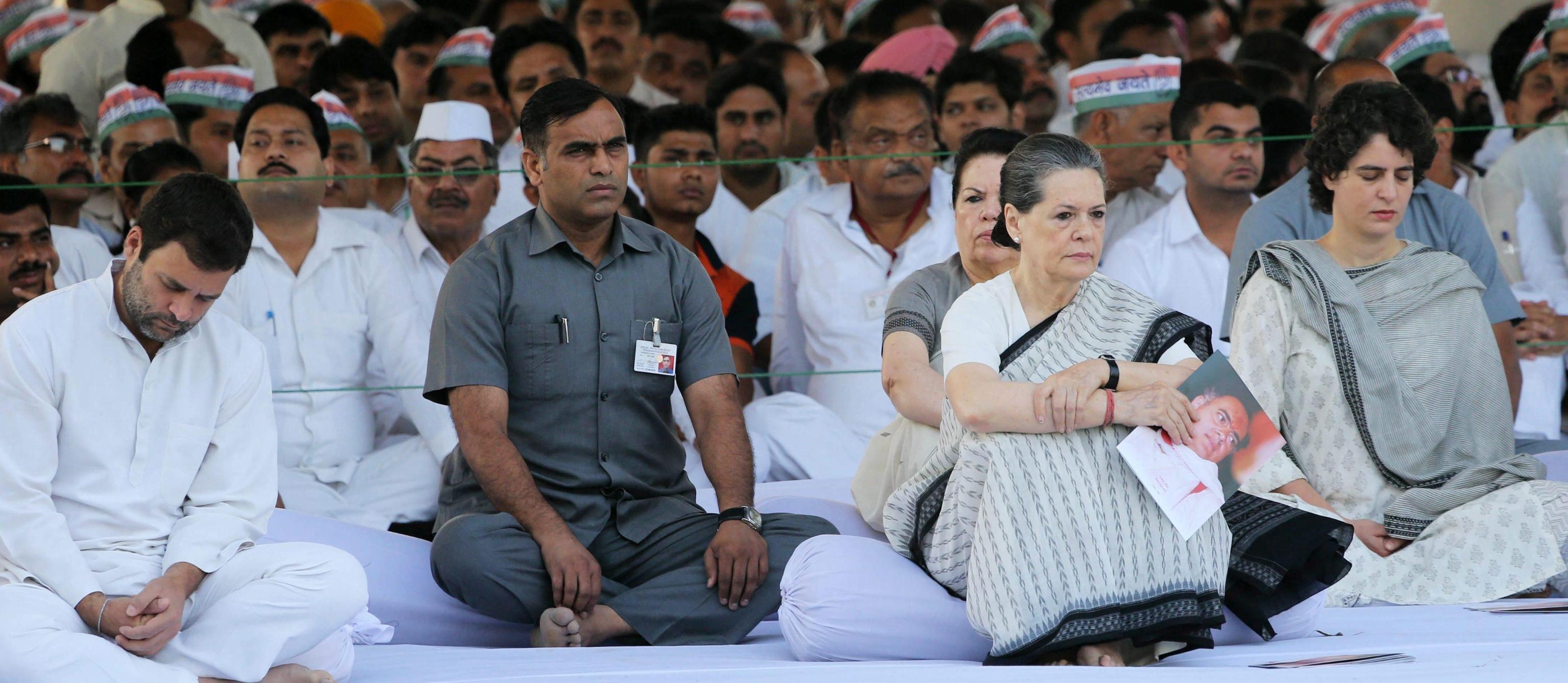 Sonia Gandhi lascia presidenza partito