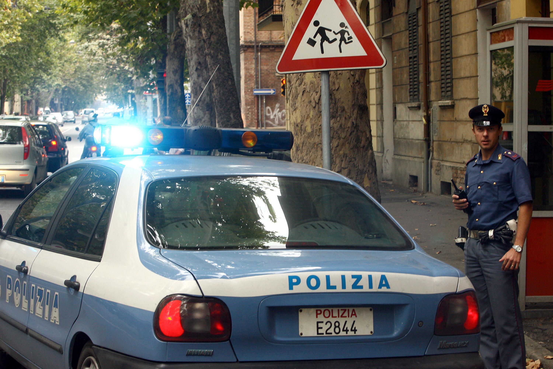 Molotov contro commissariato a Roma