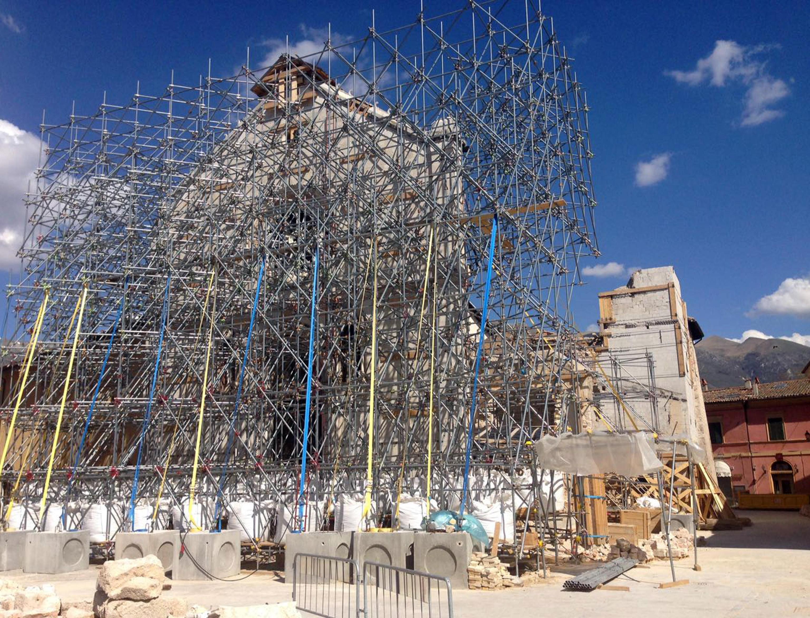 Ancora tre metri macerie Basilica Norcia