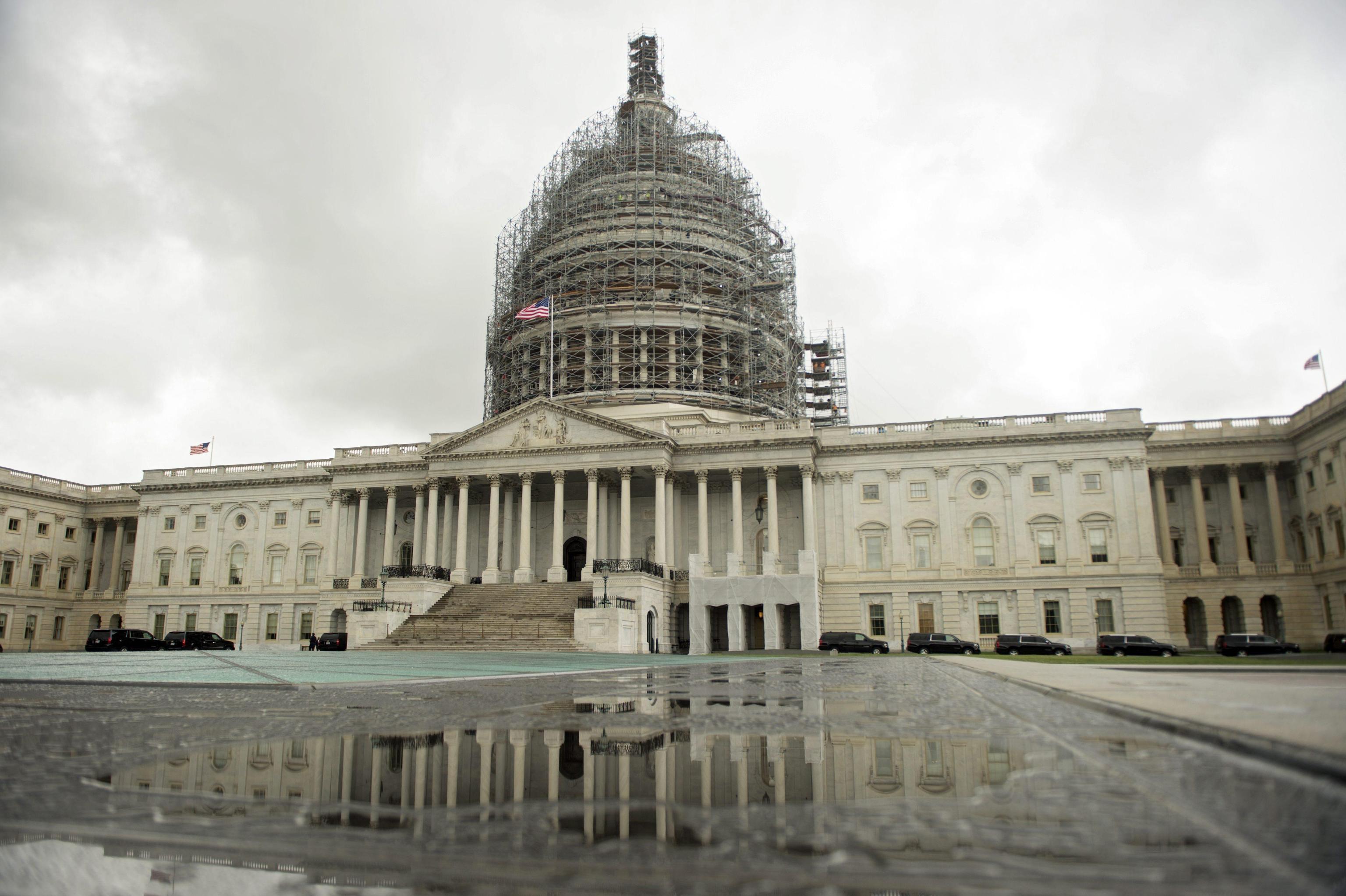 Molestie: Usa, deputato si dimette