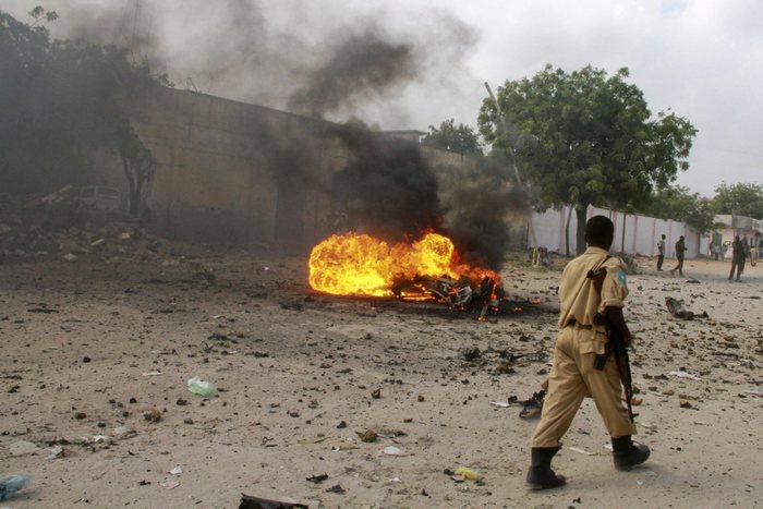 Kamikaze contro la polizia,  17 morti in Somalia