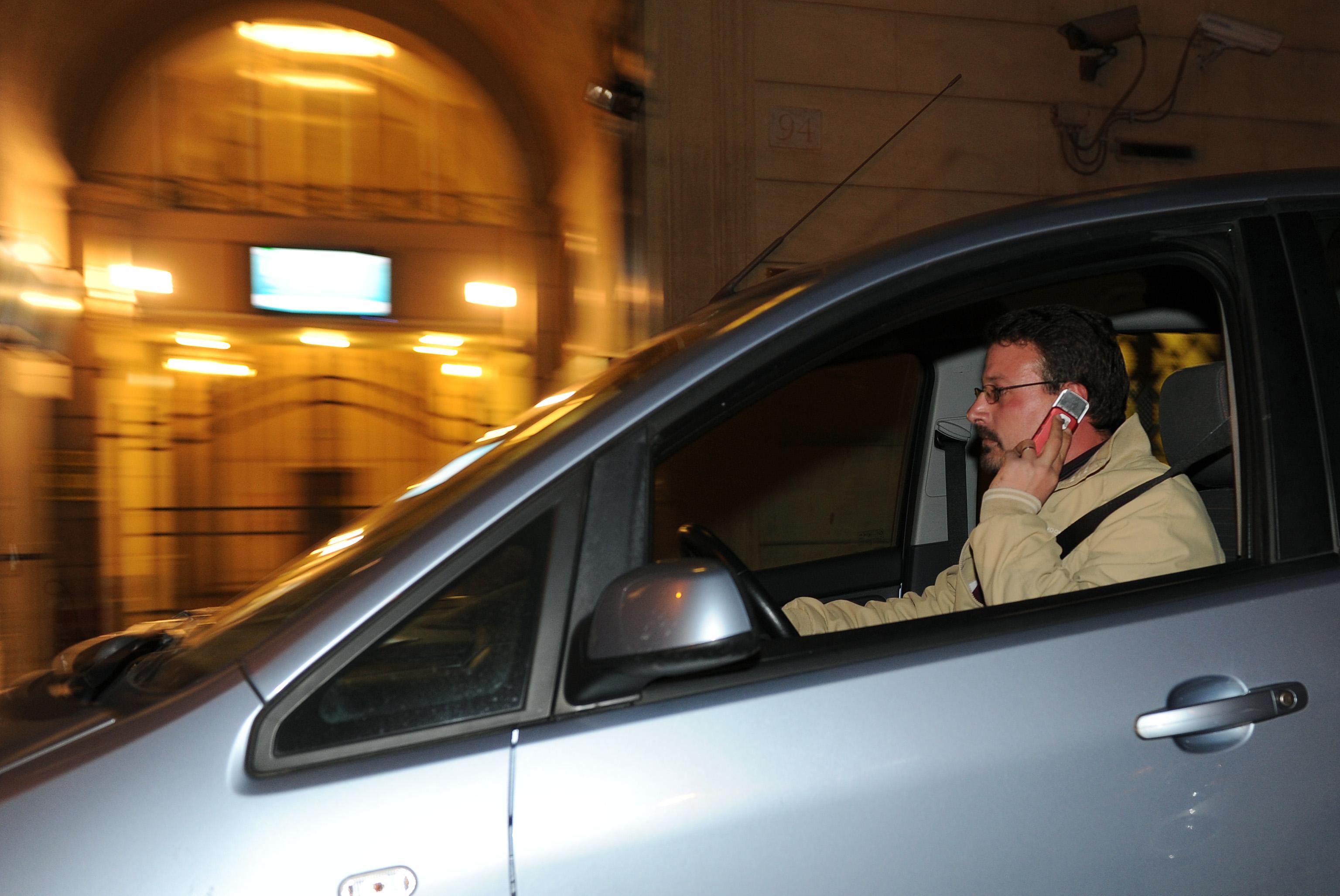 Manovra,salta stretta su cellulari auto