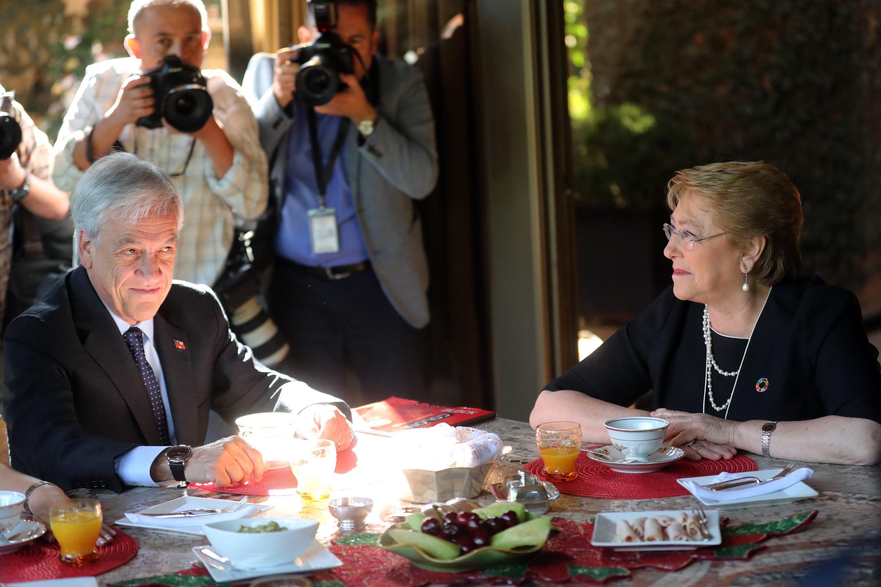 Cile: colazione lavoro Bachelet-Pinera