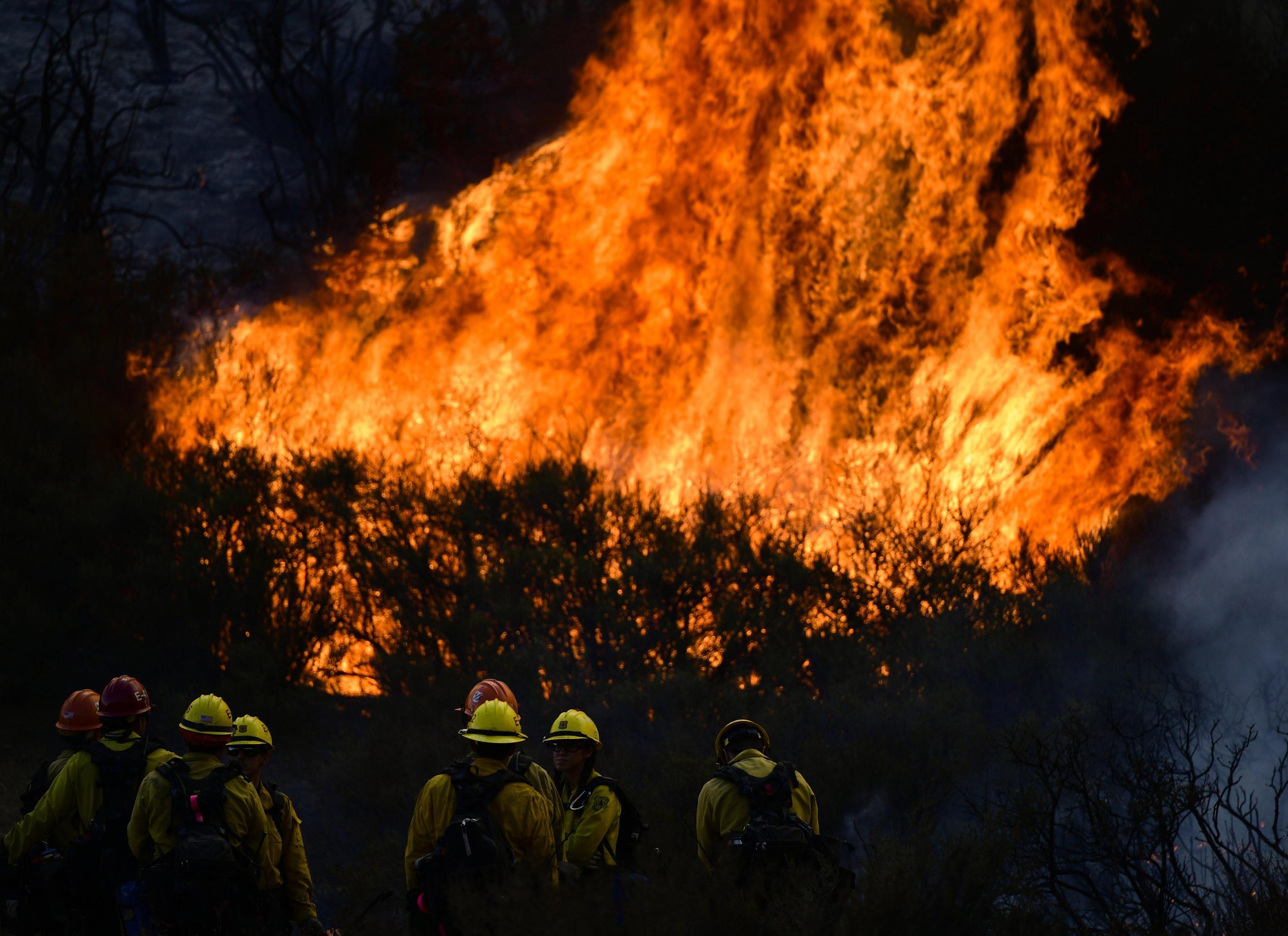 California: governatore, ancora incendi