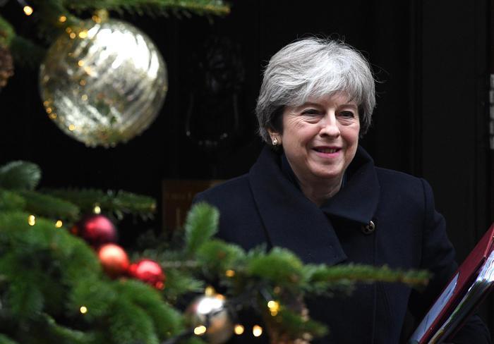 May a Bruxelles indebolita da voto su Brexit, resa conti Tory