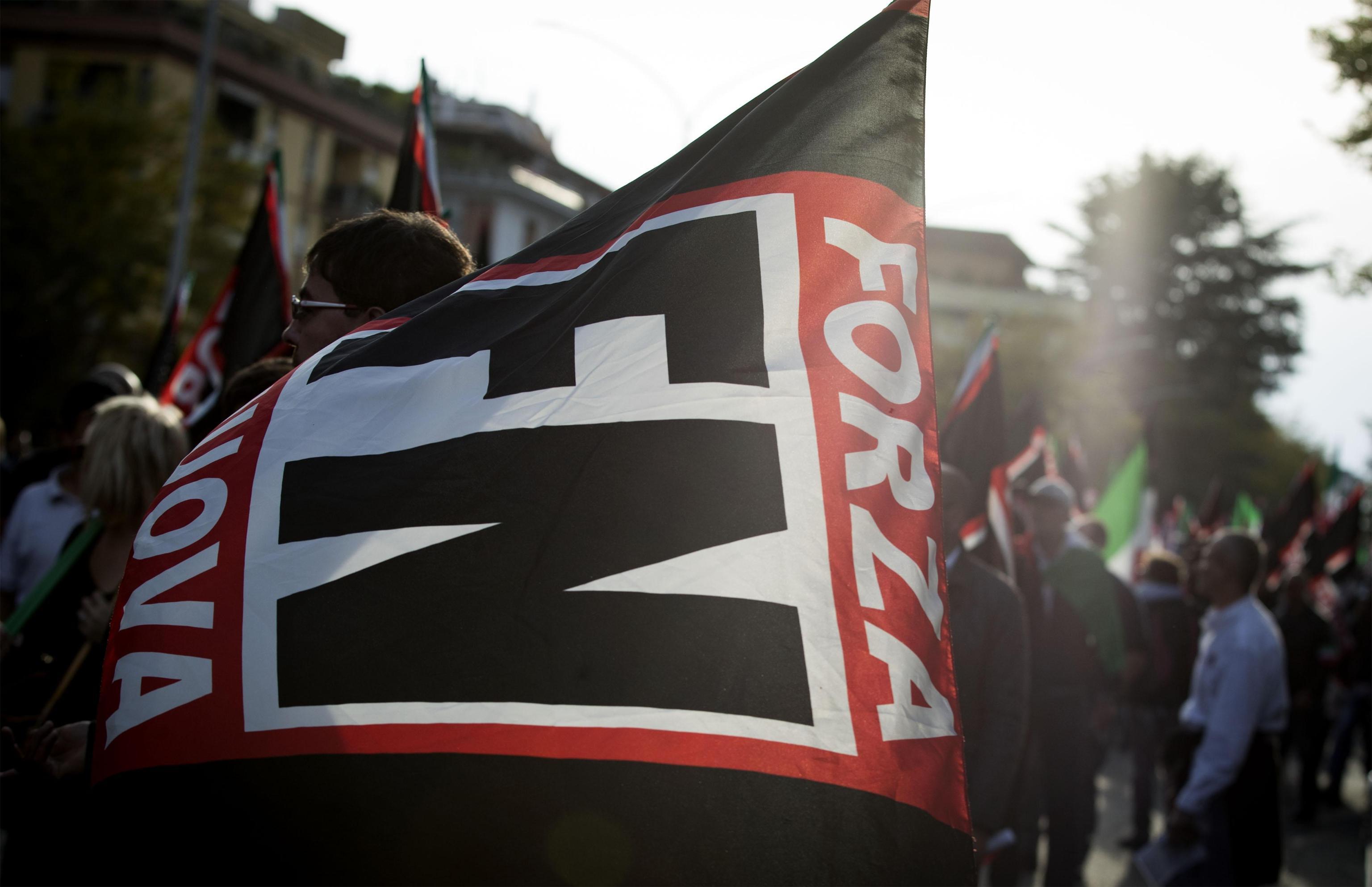 Questore Como vieta manifestazione FN