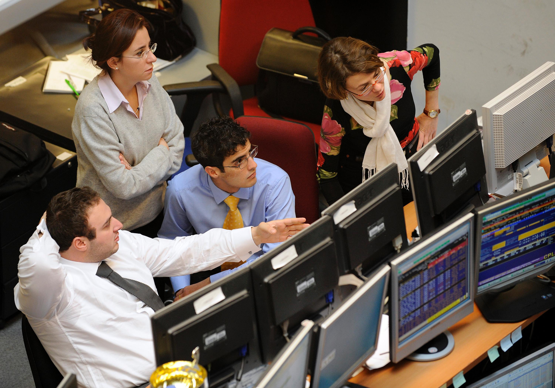 Borsa: Milano gira in rialzo, +0,3%
