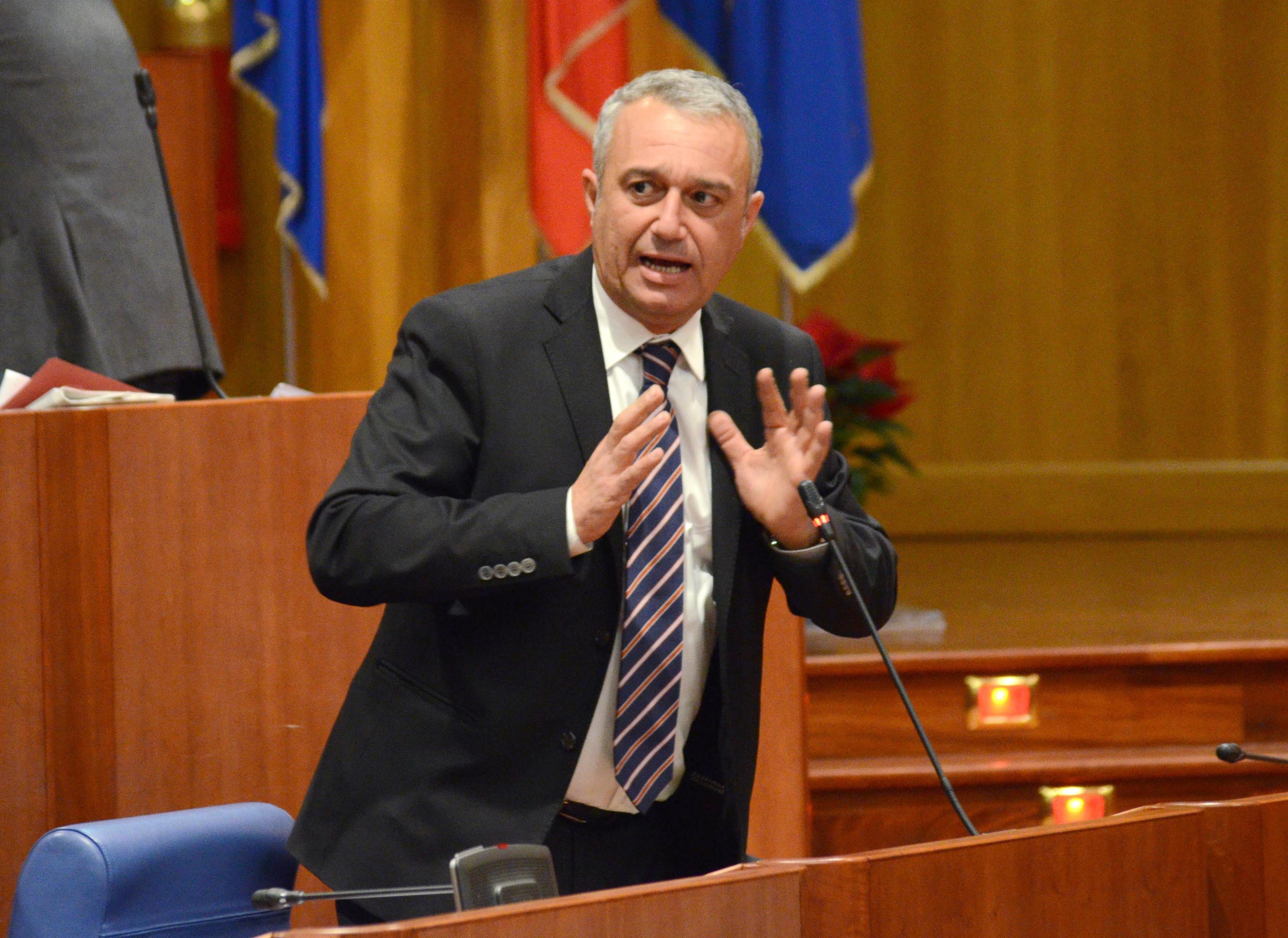 Chiesto processo ex assessore Calabria