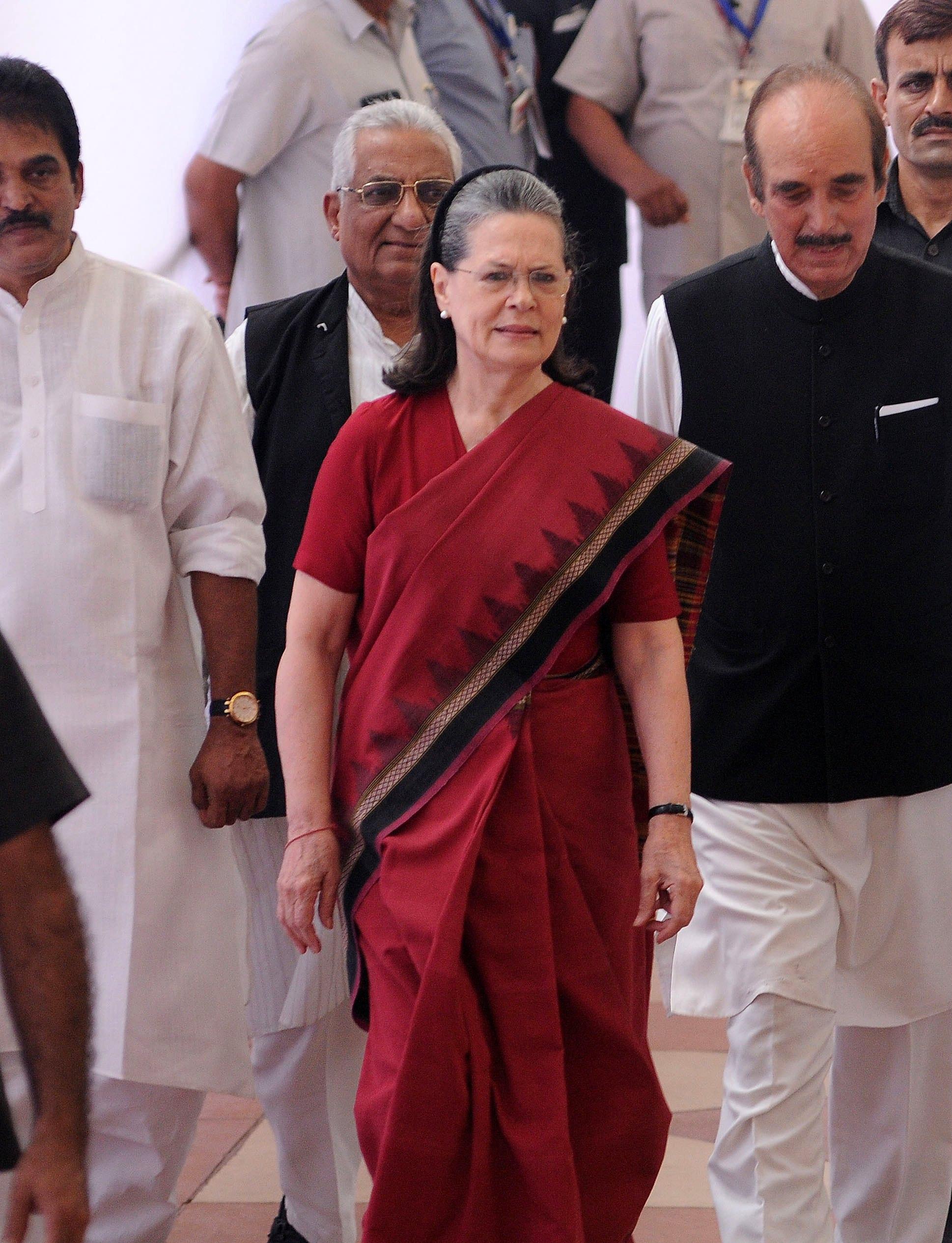 Sonia Ghandi lascia presidenza partito