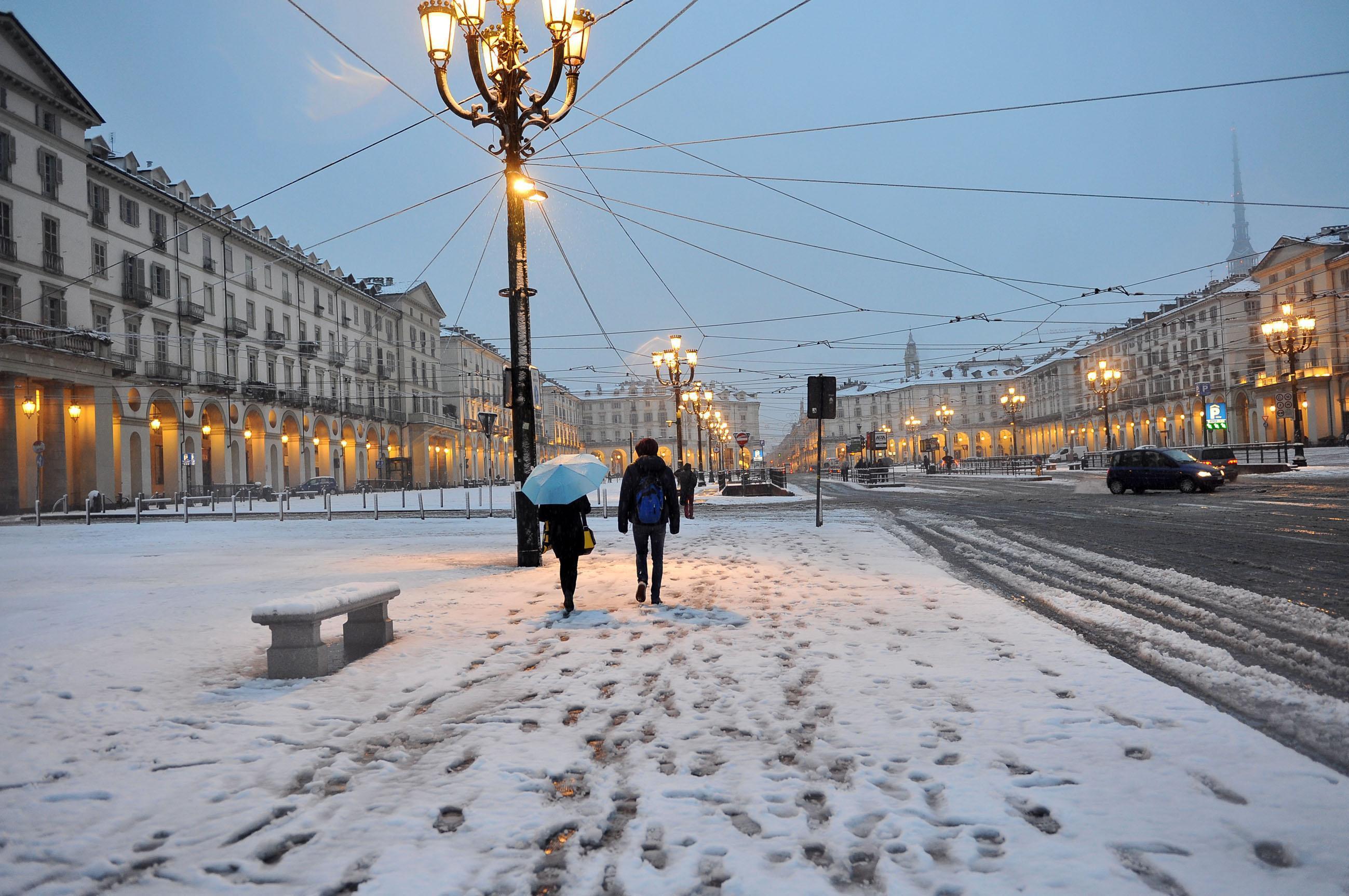 Torino imbiancata, scuole chiuse