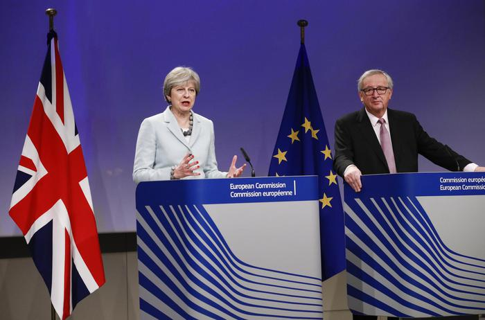 Brexit: nessuna frontiera in Irlanda, conto di 45 miliardi
