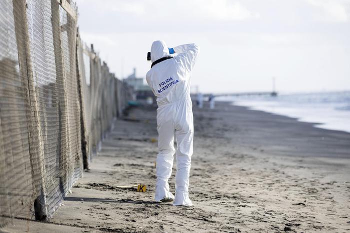 Trovato ad Ostia un cadavere sulla spiaggia
