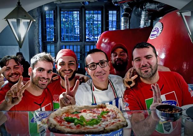L'arte del pizzaiolo napoletano è patrimonio dell'Unesco