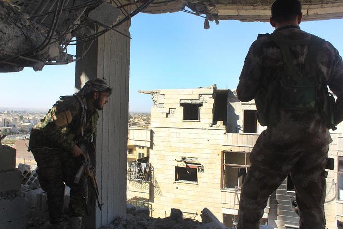 Siria, Mosca: 'Usa addestrano terroristi nei campi profughi'
