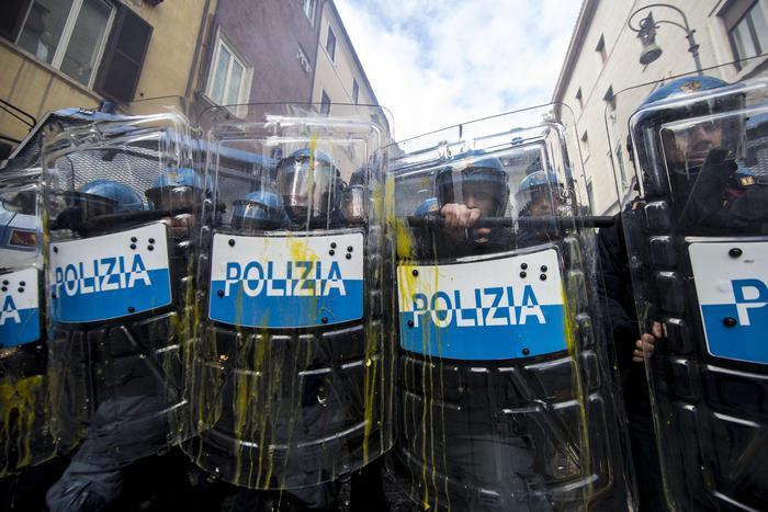 Roma blindata per il corteo pro-migranti