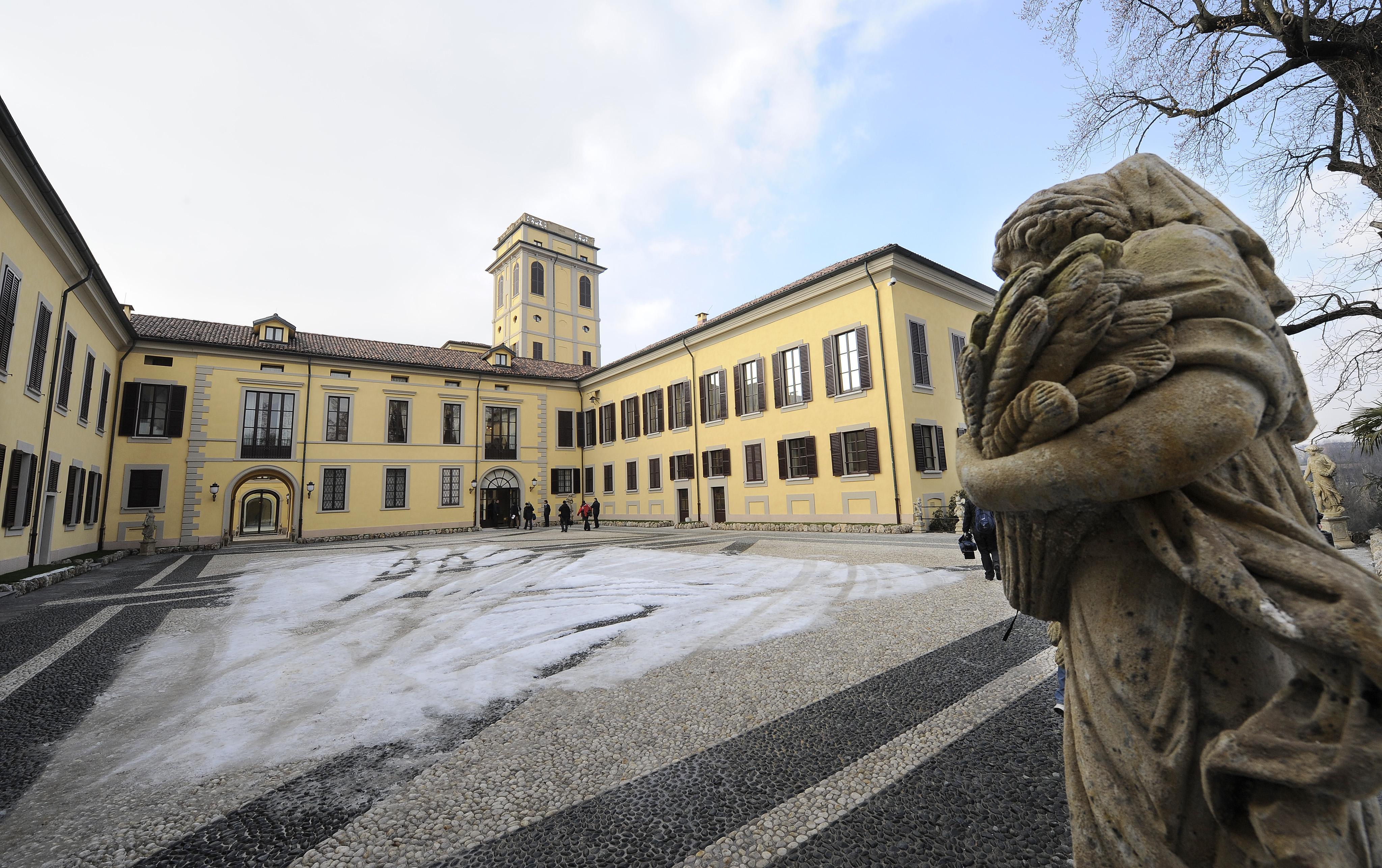 Cade da albero in villa Gernetto, morto
