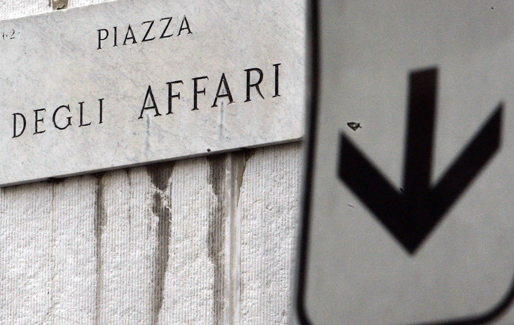 Borsa: Milano aumenta le perdite (-1%)