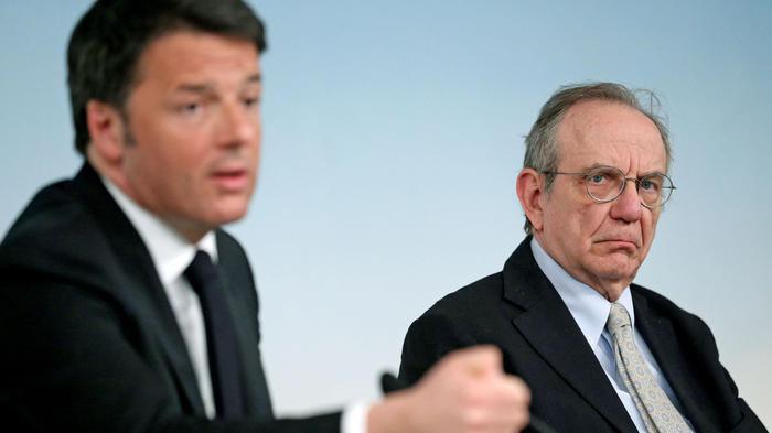 Renzi: 'Ho proposto a Padoan di candidarsi a Siena'