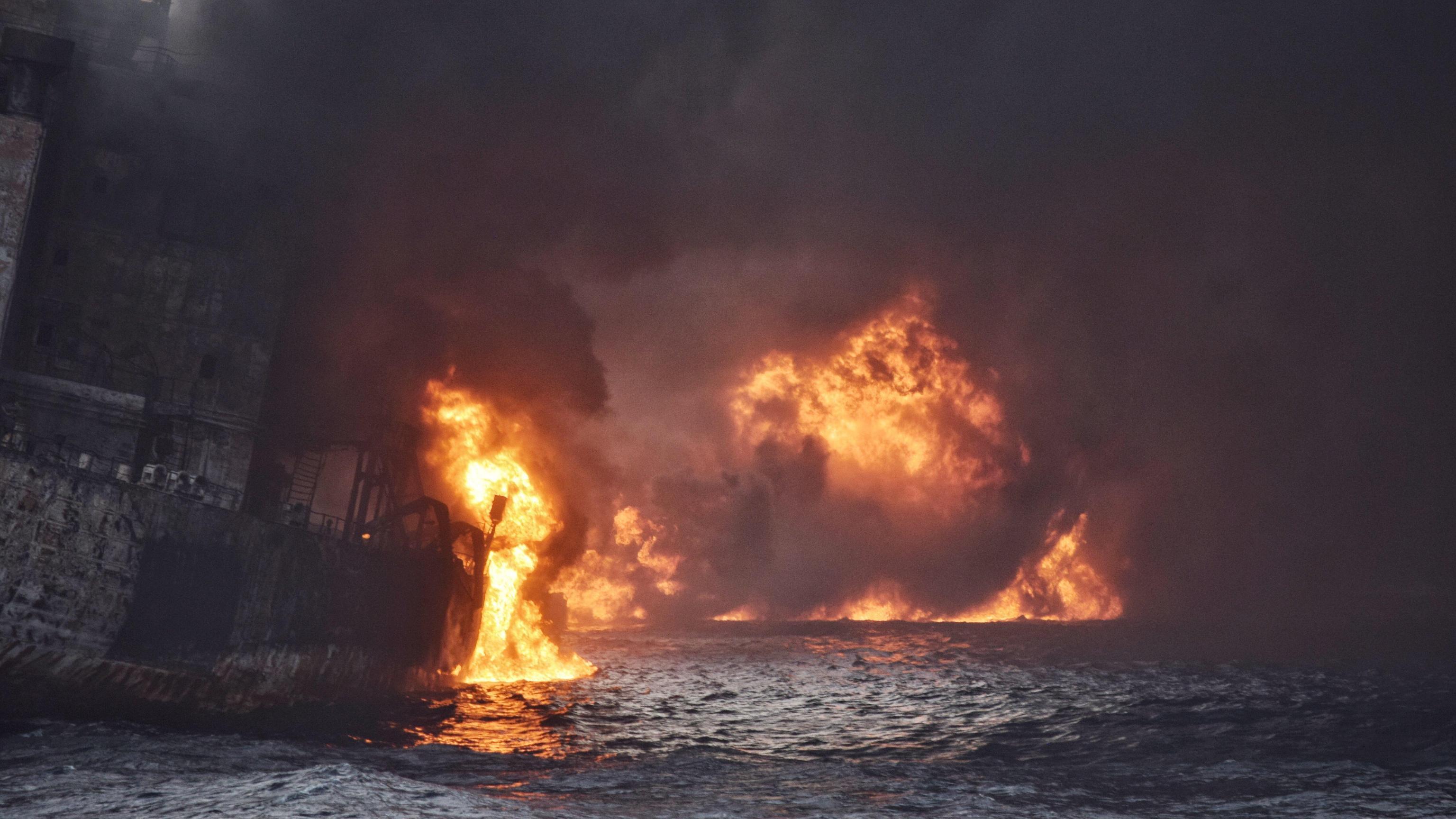 India: fiamme petroliera a largo Gujarat