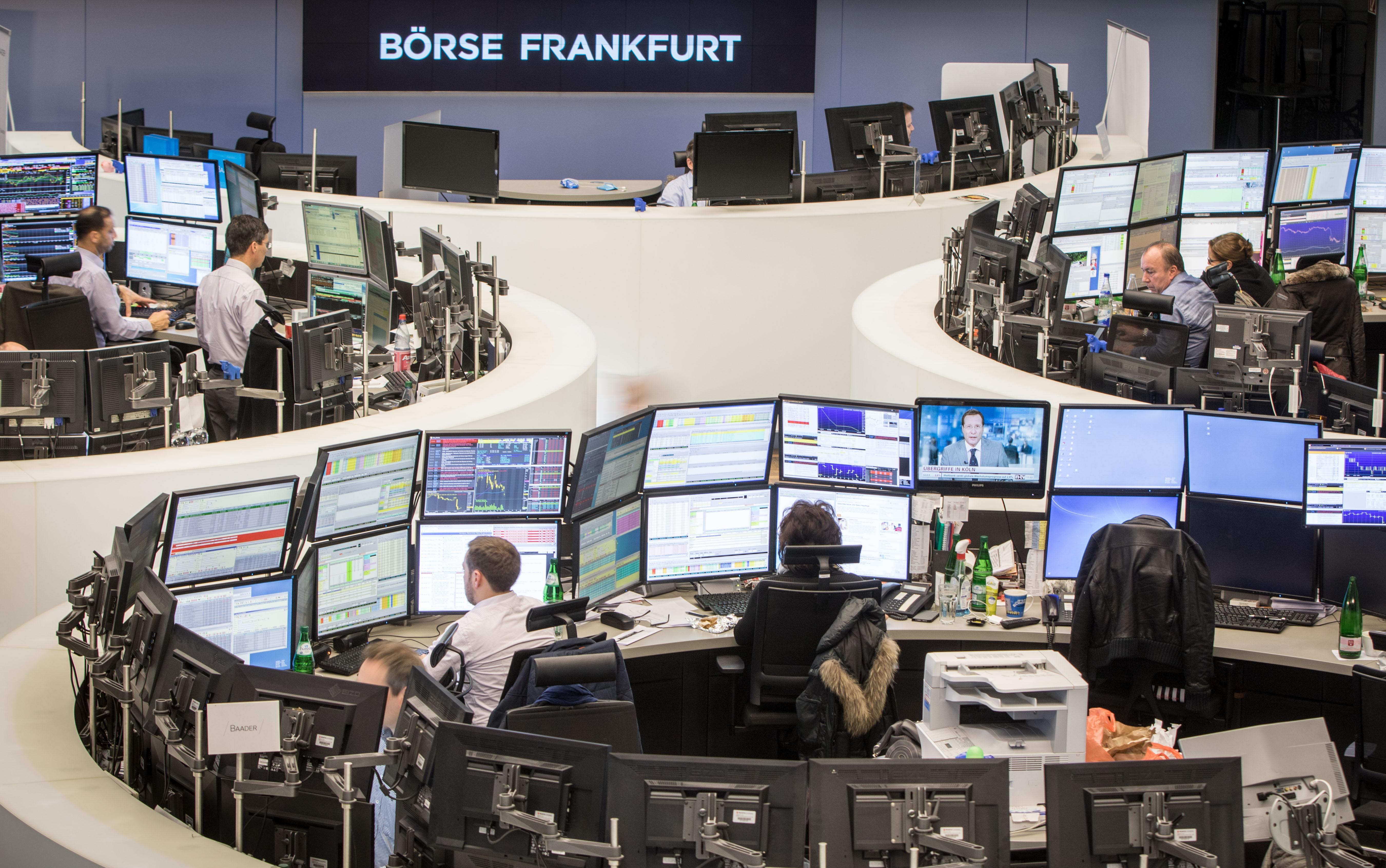 Borse Europa solide, guida Francoforte