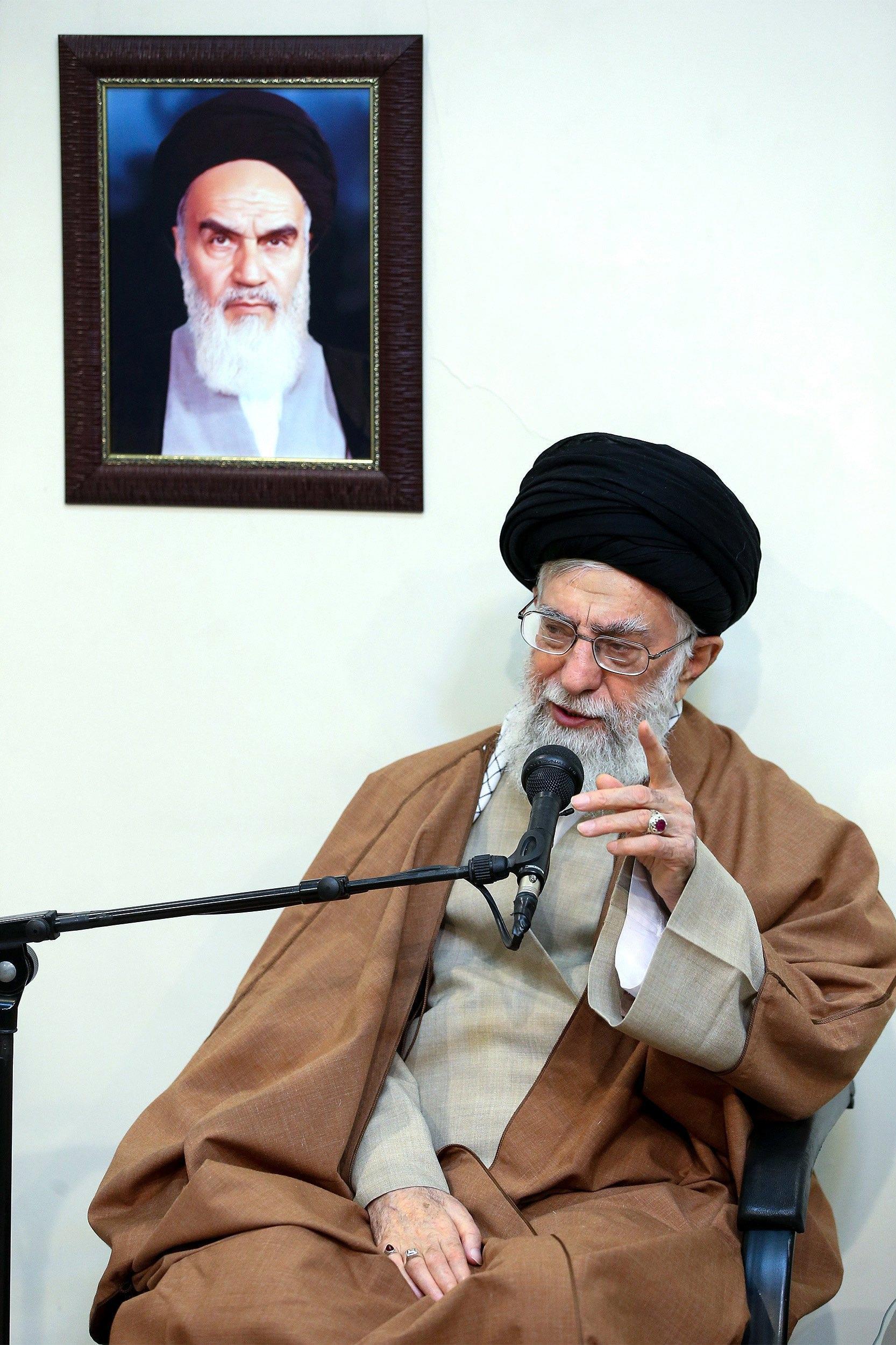 Khamenei, 'nemici Iran' dietro proteste